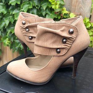 Steve Madden light suede heels